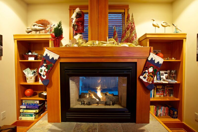 Fireplace for your Holiday getaway in Cannon Beach, Oregon
